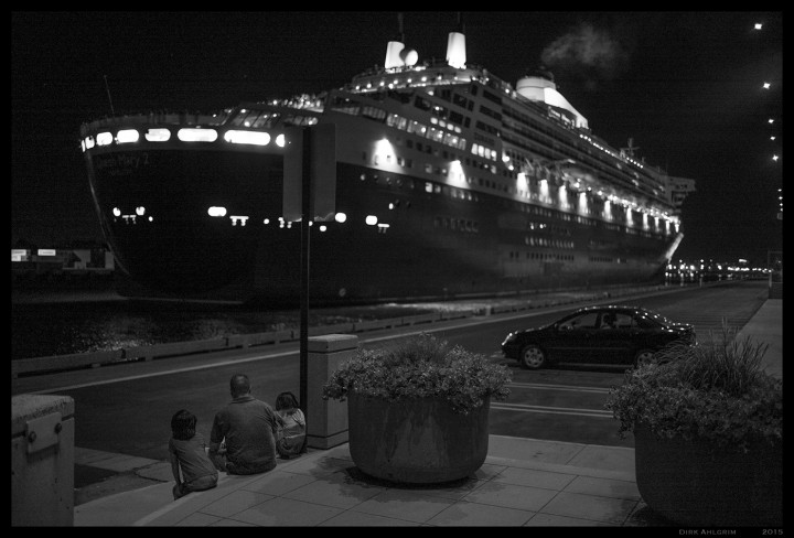 QM2 leaving the Harbor.